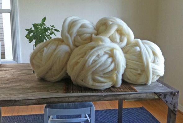 La lana que usa es 20 veces más gruesa que la se utiliza normalmente. Pa...