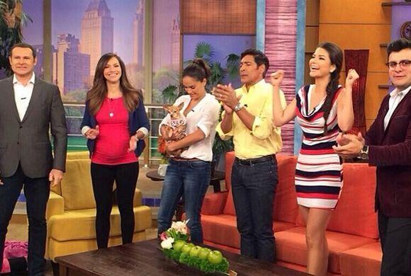 """Celebrando Memorial Day en @DespiertaAmericaTv"", compartió Ana. (Mayo 2..."