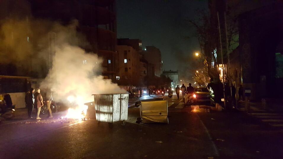 Un barricada improvisada en una de las calles de Teherán.