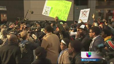 Miles salen a las calles a pedir la renuncia de Rahm Emanuel