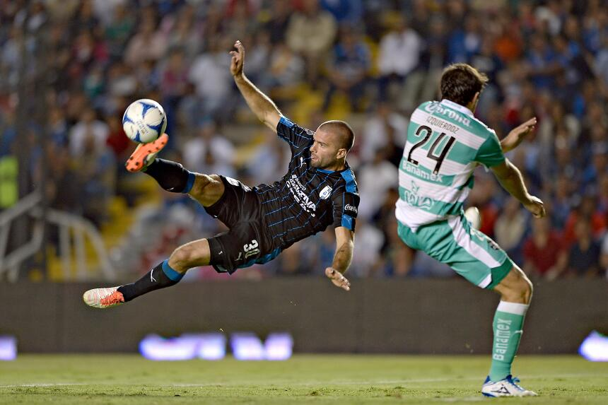 Emanuel Villa, un goleador muy 'gallo'