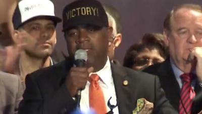 Alcalde de Newark al presidente Trump: olvídese del muro y solucione la crisis de plomo en el agua