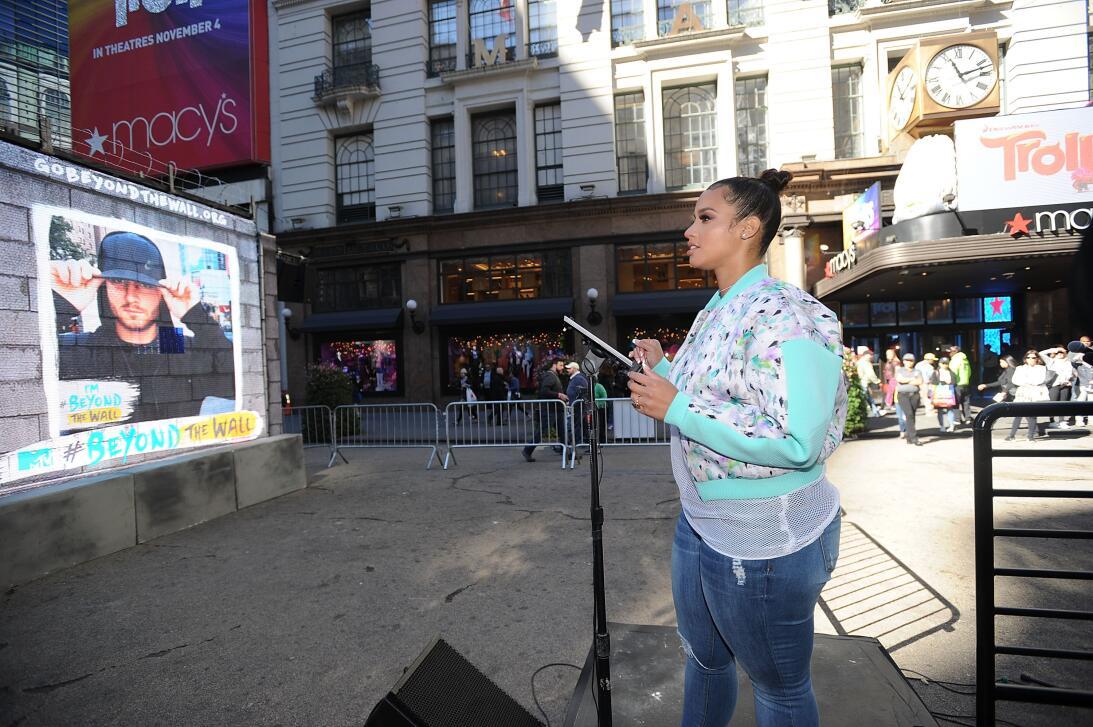 La actriz Dascha Polanco presentó la instalación en Manhattan y aprovech...