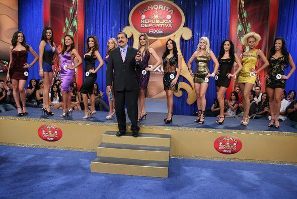 Todas las finalistas del Miss República llegaron muy elegantes al show f...