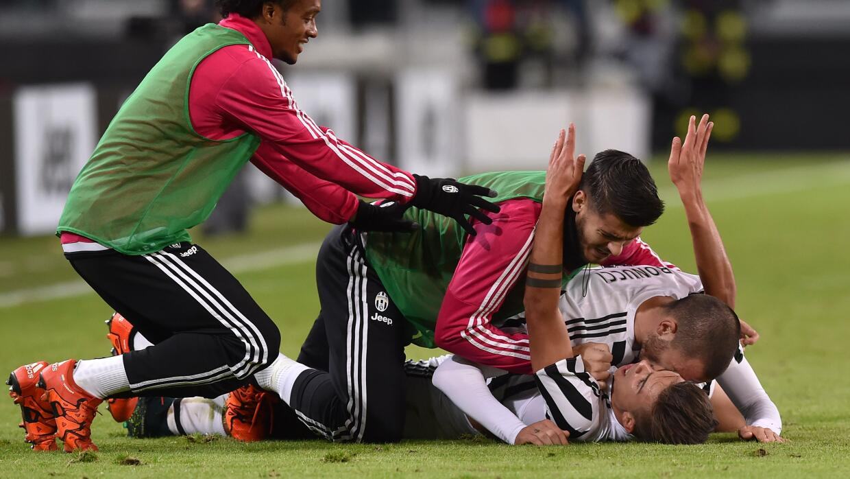 Juventus celebra el gol de Dybala ante Milan.