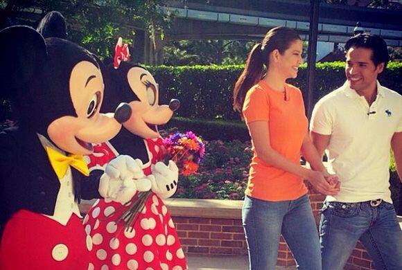 27 días y contando. Ana y Luis recibieron consejos de amor de Mickey y D...