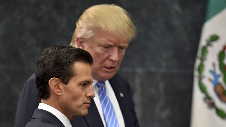 El presidente de México, Enrique Peña Nieto, invita al candidato republi...