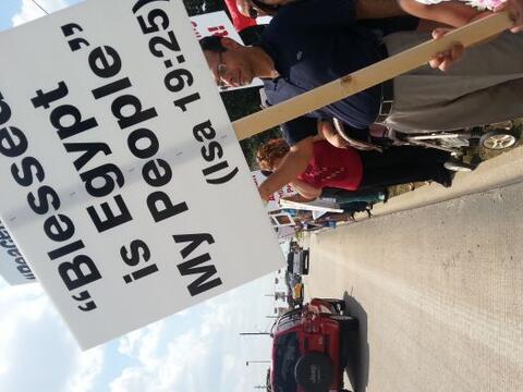 Decenas de manifestantes pidieron el cese a la violencia en ese pa&iacut...