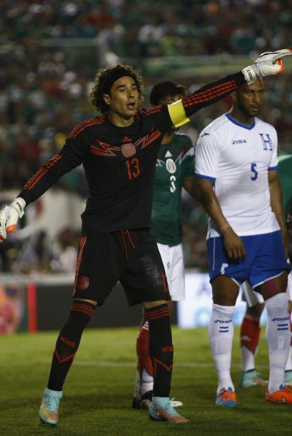 2.- Memo Ochoa titular.- Independientemente de su situación en Es...