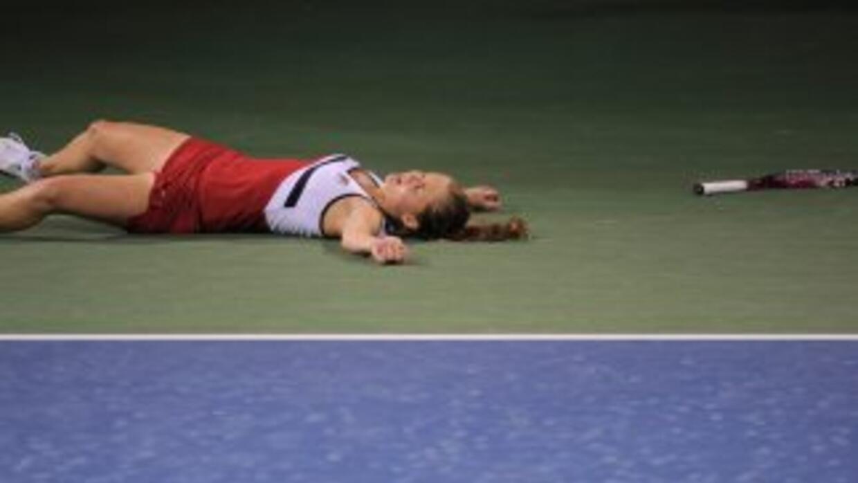 Anna Chakvetadze yace tendida tras su desmayo