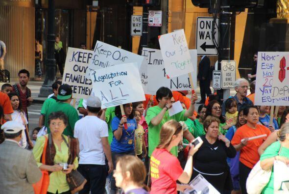Hoy en la celebración del día del trabajo la comunidad sale a marchar po...