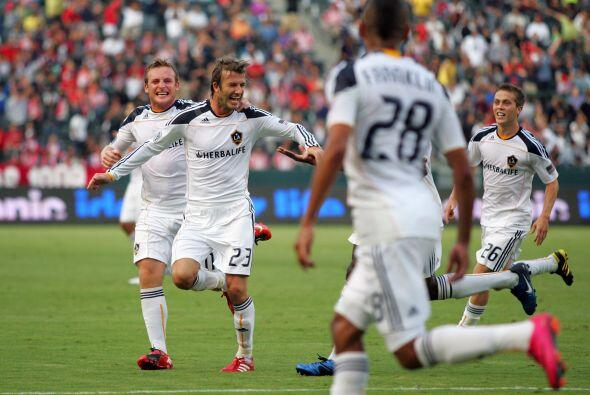 David Beckham y Edson Buddle anotaron para darle al Galaxy de Los Angele...