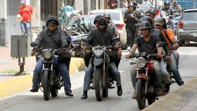 En fotos: Así actúan los 'colectivos' chavistas, civiles armados que defienden al gobierno de Venezuela