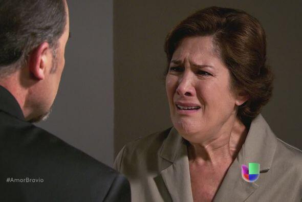 ¡No! No puede ser, Camila no puede acostarse con ese hombre, ni siquiera...