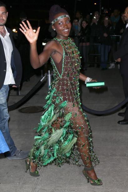 Otra que lamentablemente mantuvo su vestido fue Lupita Nyong'o, parece q...