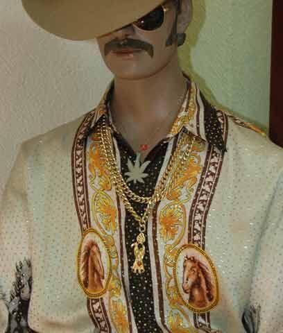 NarcoatuendoLa narco cultura es el mundo en el que viven los narcotráfic...