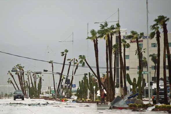 Odile impactó este lunes como huracán de categoría III de la escala Saff...