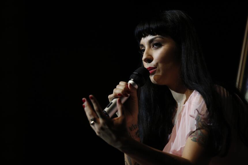 La chilena Mon Laferte es la única mujer en la terna con La trenza.