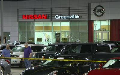 Intenso tiroteo al interior de un concesionario en Greenville