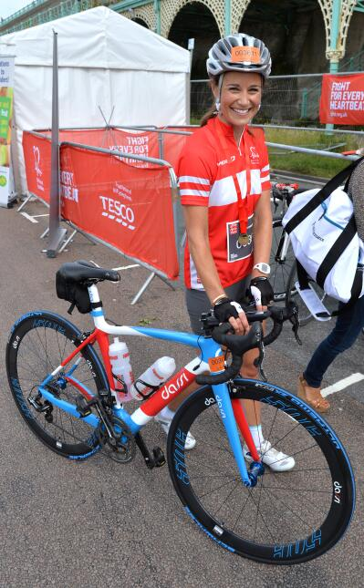 Pippa Middleton en bicicleta.