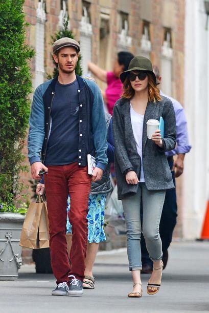 Andrew y Emma, también tratan de pasar desapercibidos para llevar una vi...