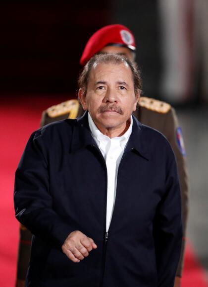 """Otro colega, más conocido para los venezolanos y también con serios problemas internos: <b>Daniel Ortega, presidente de Nicaragua. </b>En 1979 encabezó una rebelión popular contra el dictador Anastasio Somoza. Gobernó hasta 1990 y <a href=""""https://www.univision.com/noticias/america-latina/una-vida-en-fotos-daniel-ortega-de-revolucionario-marxista-a-autoritario-corporativo-fotos"""">en 2007 fue reelecto presidente. Desde 2018 reprime duramente</a> un movimiento encabezado por estudiantes que le exigen su salida del poder."""