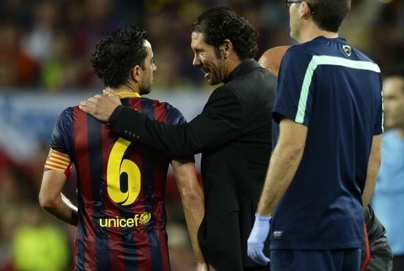 Simeone, como todo un caballero, felicitó a algunos jugadores rivales co...