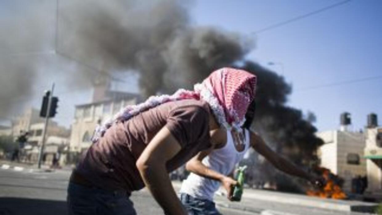 Violentos enfrentamientos en aparente represalia por el asesinato de tre...
