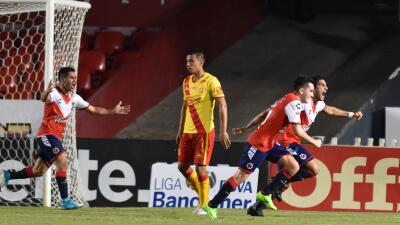 Veracruz festeja el gol de Martín Bravo ante Morelia.