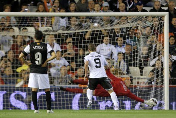 Dos minutos después de su primer gol, Soldado repitió de penalti.