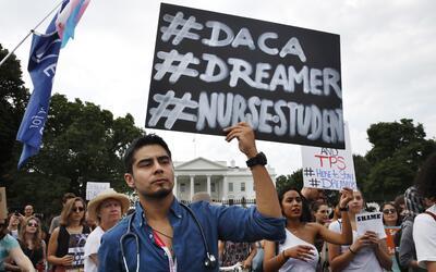 Casi 800,000 dreamers aguardan a que el Congreso legalice sus permanenci...