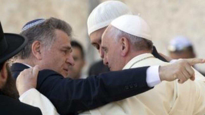 El Papa Francisco dialoga con el rabino Skorka y el líder de la comunida...