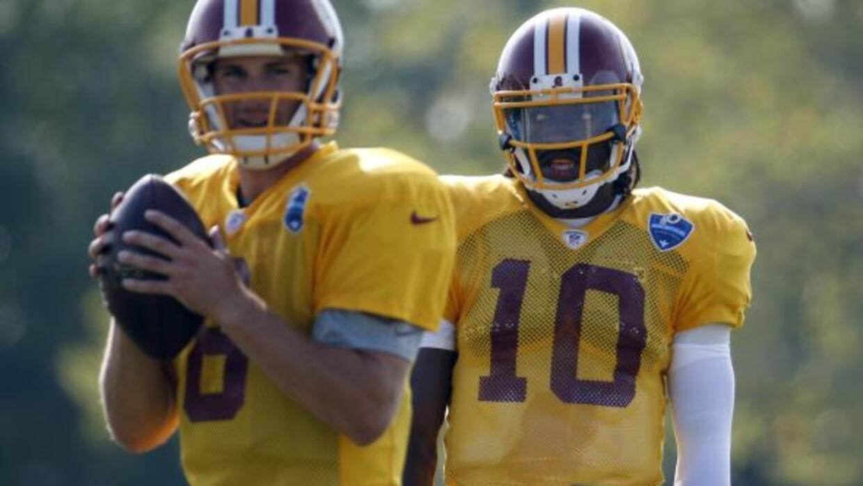 Los quarterbacks de los Redskins en medio de la polémica (AP-NFL).