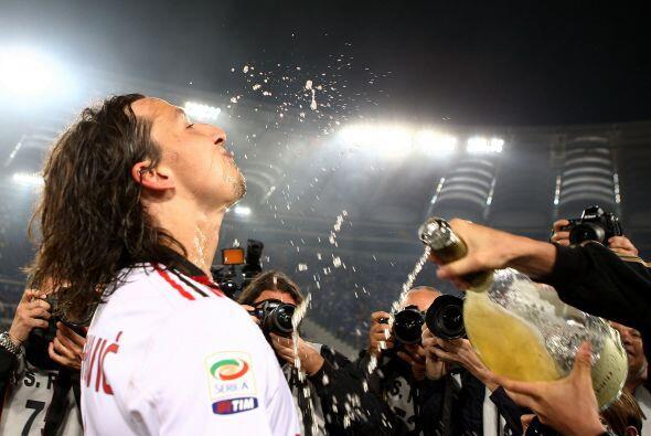 Ibrahimovic ha sido campeón dos veces con el Ajax, tres con el Inter, un...