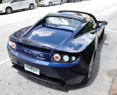 Tesla RoadsterResalta por su diseño deportivo acompañado de un funcionam...