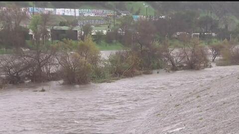 El río Los Ángeles pone en alerta a autoridades y vecinos