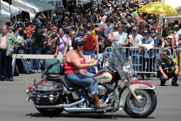 Aunque la mayoría de motociclistas son hombres, año con año aumenta la p...