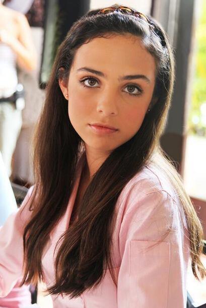 Fiona Alexa ahora es una guapa adolescente de 15 años.