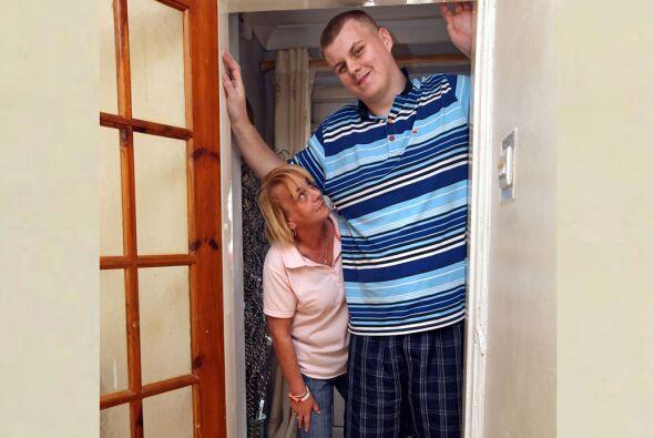 Josh Gott es el adolescente más grande de Inglaterra, tiene 19 años y un...