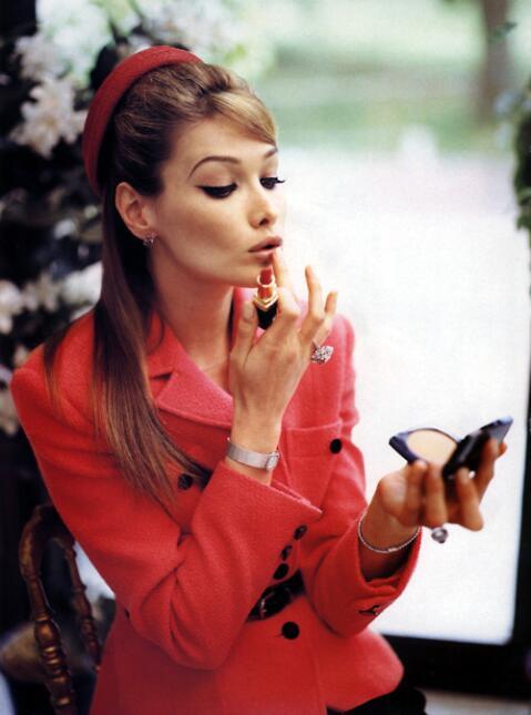Hace dos décadas, Carla Bruni era una de las modelos francesas más solic...