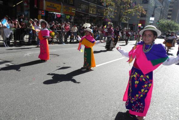 Los niños en el desfile de la Hispanidad cc849b3df5d845ecbcc858c697dd07f...