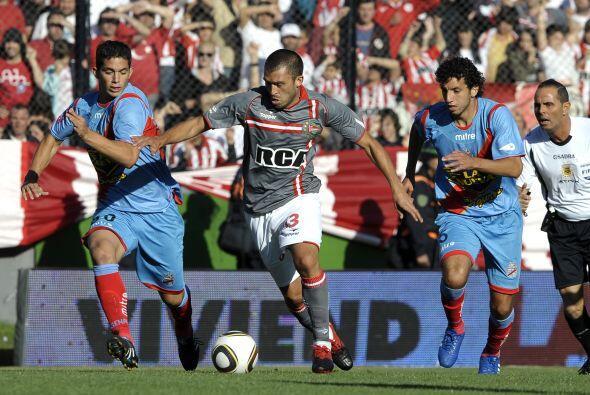 Estudiantes le ganó 2-0 a Arsenal de Sarandí, club que por otra parte te...