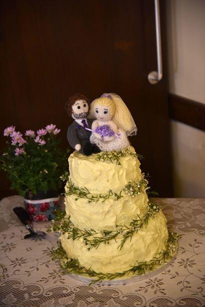 El delicioso pastel también lo hizo Katie la noche anterior de la boda.