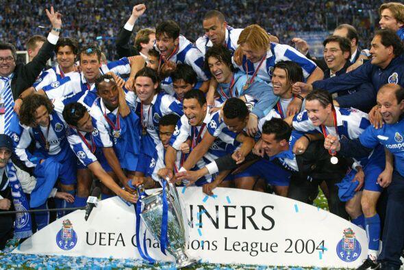 2004 vio como el Oporto de José Mourinho se quedó con una Final sorpresi...