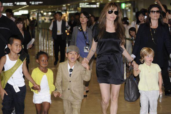 Angelina Jolie ha demostrado que es una mamacita de 10 y un mujer&oacute...