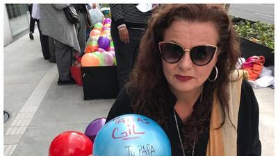 """Con """"mil pelotas"""" hermana de Julián Gil clama frente a un tribunal que le permitan al actor convivir con Matías"""