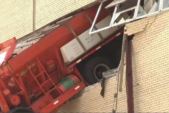 El accidente sucedió alrededor de las 9 AM en un edificio ubicado sobre...