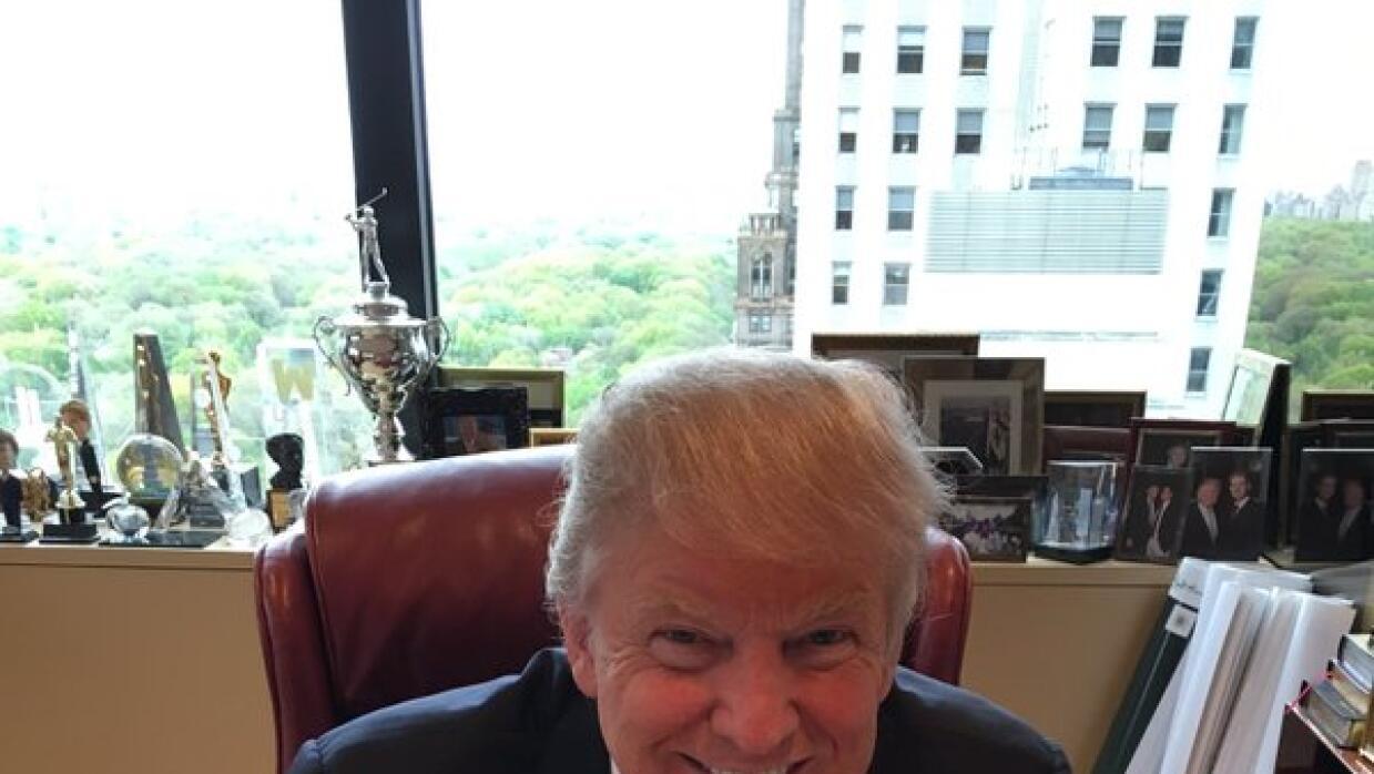 La foto de Donald Trump por el 5 de mayo.