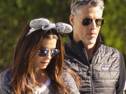 Sandra Bullock y Bryan Randall de paseo en el parque de diversiones.