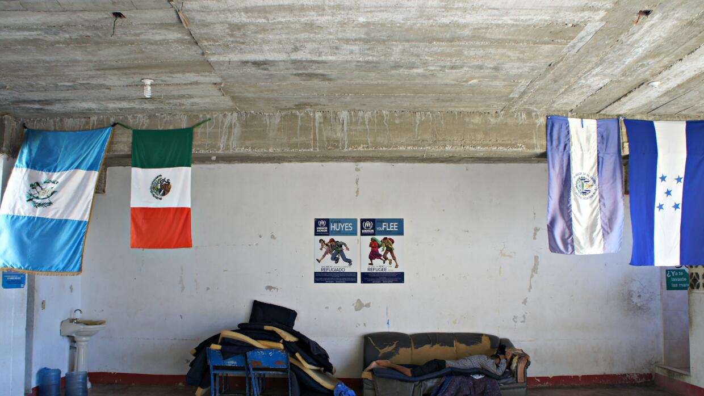 Un hombre descansa en un albergue en Chiapas, Mexico, en diciembre de 2016.